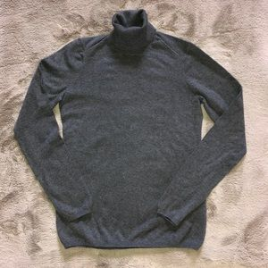 Women's Gap size XS turtleneck gray sweater